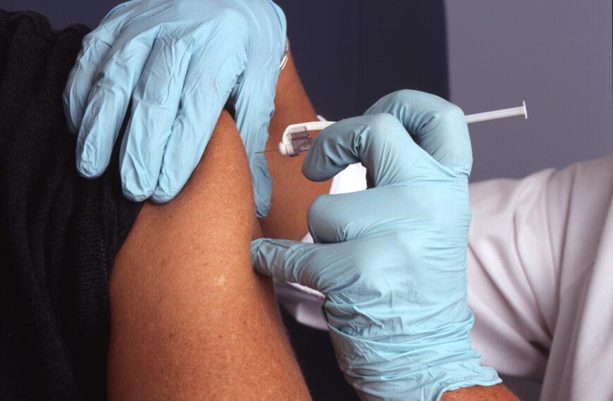 L'AÉUM manifeste pour la vaccination obligatoire