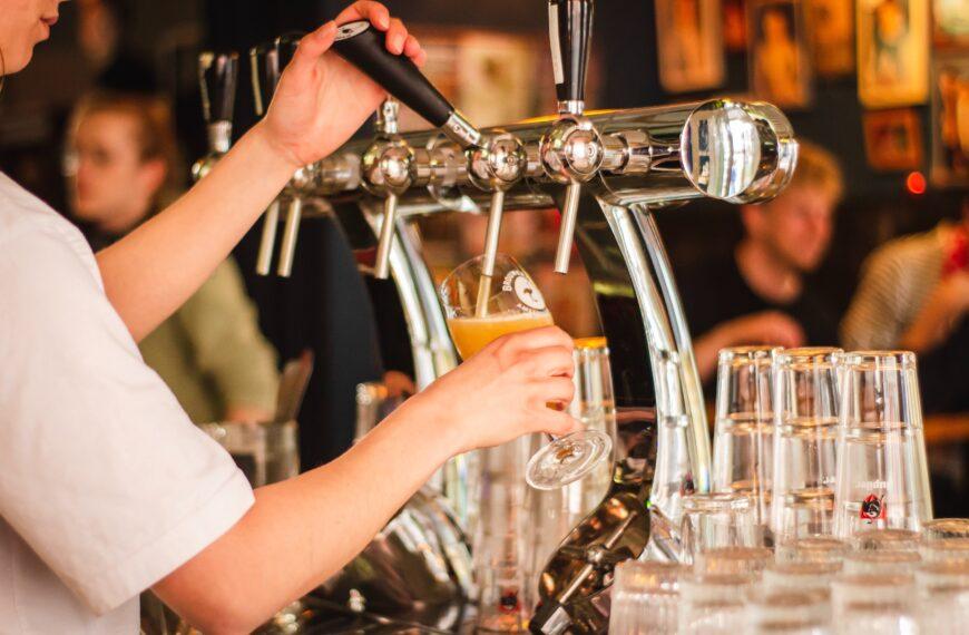 Bars et restaurants à pleine capacité